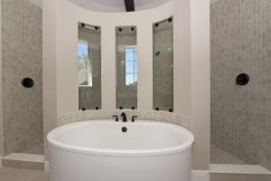 Bathroom Master Tub